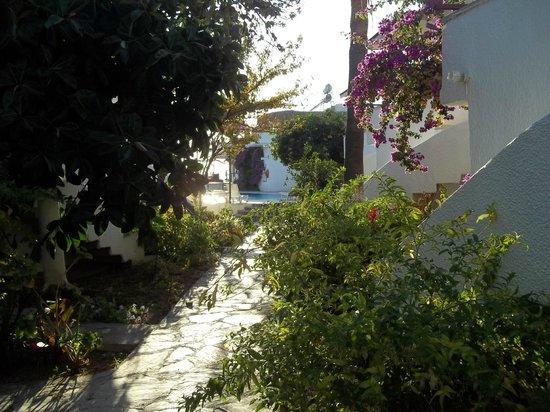 Hotel Letoon: View of walkway to pool