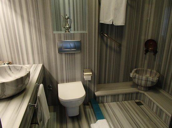 Hotel Niles Istanbul : Bathroom