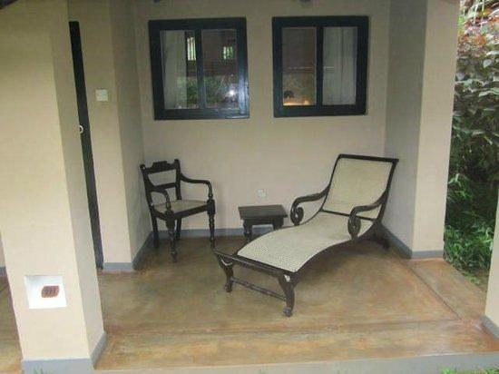 Sigiriya Village Hotel: Cosy Verandah in front of room