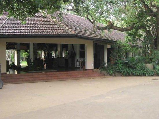 Sigiriya Village Hotel: The main cottage