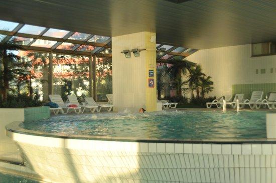 Grand Hotel Bernardin : altra veduta della piscina