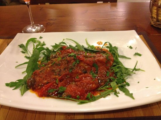 Inn Bufalito Taverna Mediterranea: Tuna steak in tomato