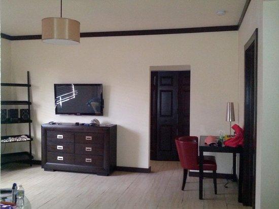 Tradewinds Apartment Hotel: опять гостинная