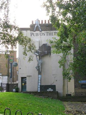London Fields Park: Pub on the Park