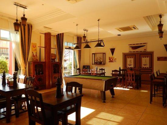 Grand Hotel: coin bar avec billard
