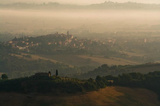 Montefollonico, Italia: Morning mood in the village