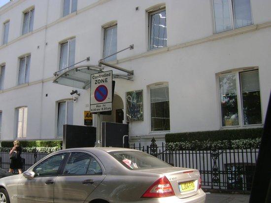 Euston Square Hotel: Main entrance