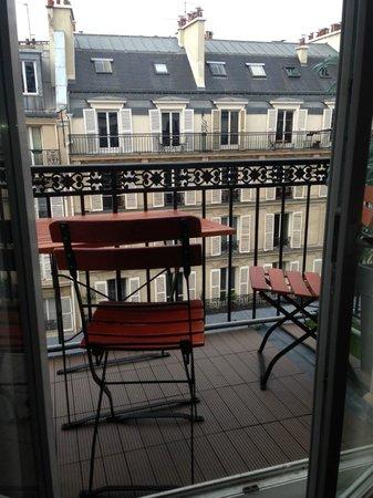 Hotel Paris Rivoli : Balcony with two tables