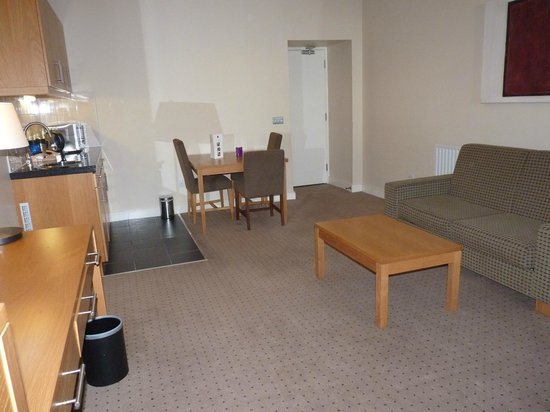 Clarion Hotel Sligo: Large, comfortablesitting/Dining Room
