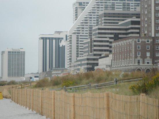 Days Inn Atlantic City OceanFront : Ocean, boardwalk, casinos and hotels