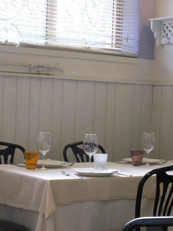 Trattoria Da Cesare : Interior dining, simple and cozy