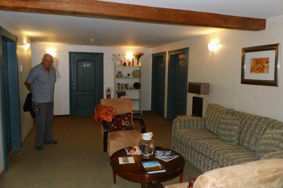 Smugglers Cove Inn: Diele vor den Zimmern