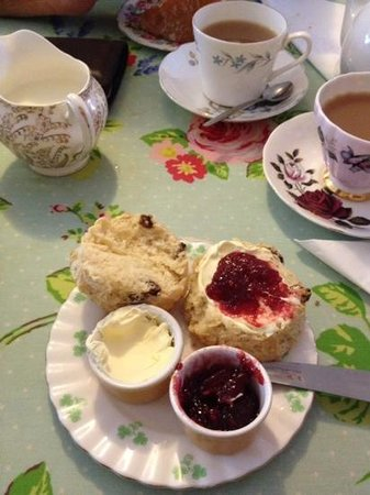 Cragg Sisters Tearoom: delicious scones