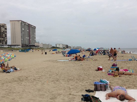 Comfort Inn Gold Coast: This is the beach that you walk to across the street the to the ocean side. Beautiful!