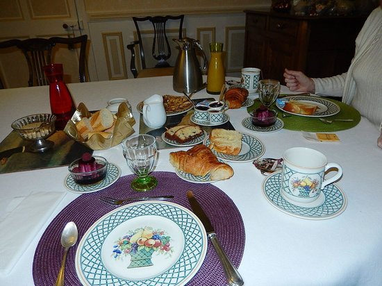 Hotel de Sainte Croix: Morning fare