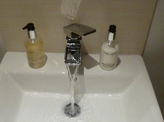 Apple Tree Bed & Breakfast: the wonderful bathroom tap