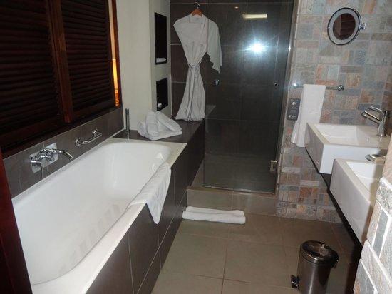 Sofitel Mauritius L'Imperial Resort & Spa: Das Bad