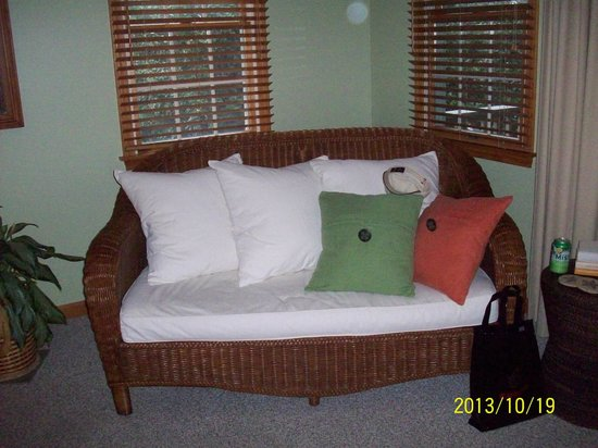 Advice 5 Cents, a bed & breakfast: Comfortable sofa