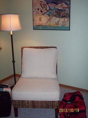 Advice 5 Cents, a bed & breakfast: Good reading chair in Daybreak Room