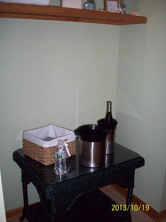Advice 5 Cents, a bed & breakfast: Room for your ice bucket
