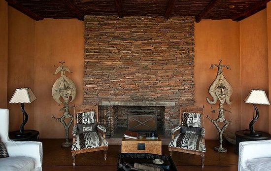 Okahirongo Elephant Lodge: Le salon