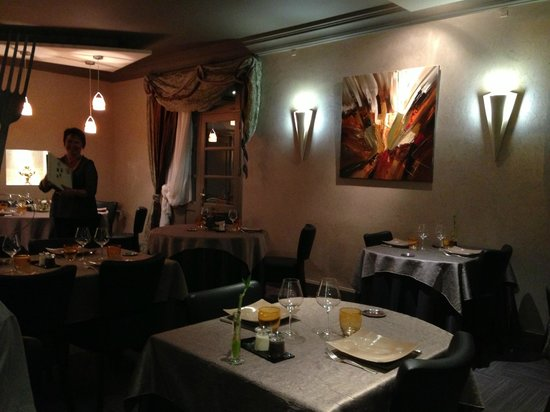 Auberge de l'Ile : The Dining Room