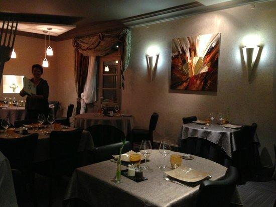 Auberge de l'Ile: The Dining Room