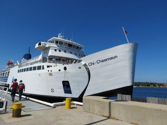 MS Chi-Cheemaun: arrivée du traversier