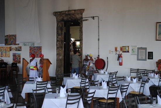Maria de Sao Pedro: Salão principal