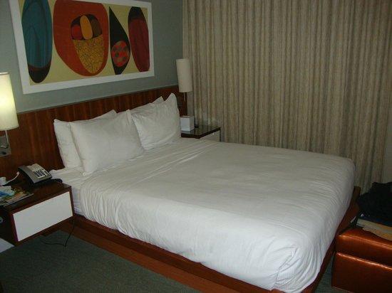 Shoreline Hotel Waikiki: Lit agréable