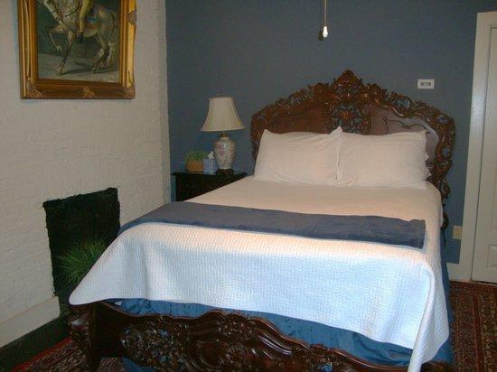 Savannah Bed & Breakfast Inn: Bedroom (Azalea)