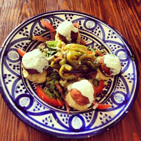 L'Auberge Restaurant: Felafel, hummus, tzatziki and roast pepper salad