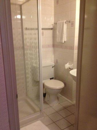 Ridgemount Hotel: bagno ensuite