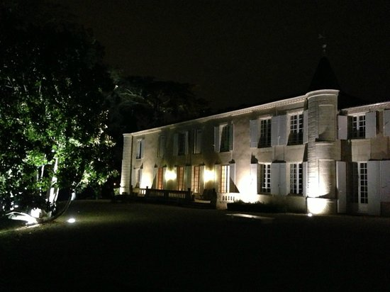 Château Senailhac : Front Entrance at night