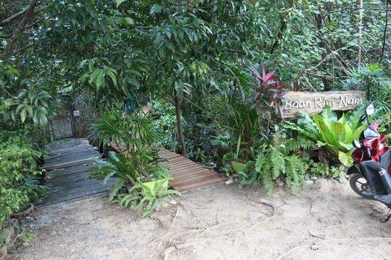 Baan Rim Nam: entrance