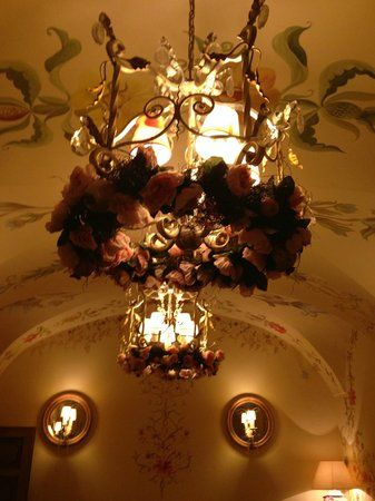 Polka Restauracja: detalhe de um lustre
