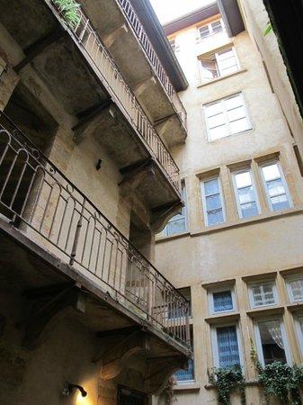 Traboules du Vieux Lyon: TRABOULES