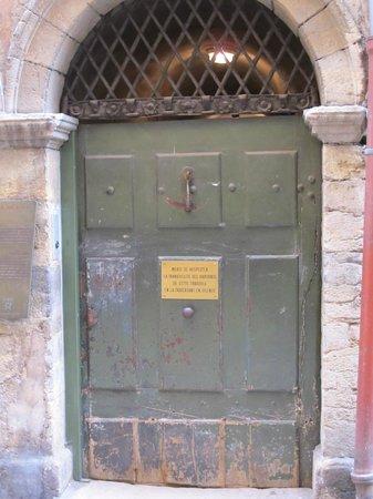 Traboules du Vieux Lyon: ENTRANCE