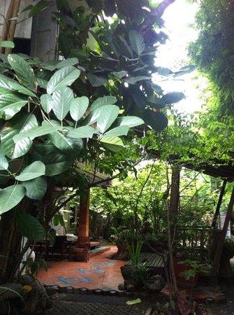 Santitham Guest House: il giardino