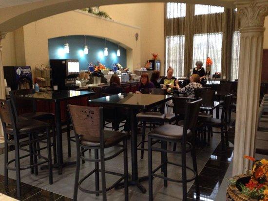 Best Western Plus Cutting Horse Inn & Suites: Breakfast area.