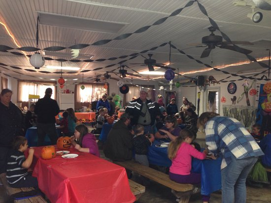 Walnut Hills Campground and RV Park: Pumpkin painting party!