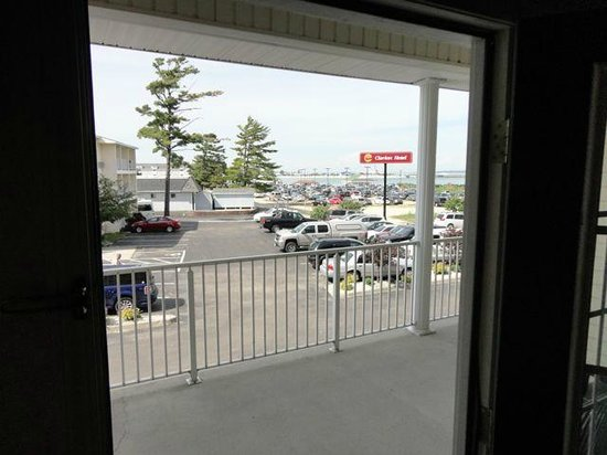 Clarion Hotel Beachfront: Clarion Mackinaw - above average - good value