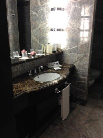 Hotel Principi di Piemonte : salle de bain