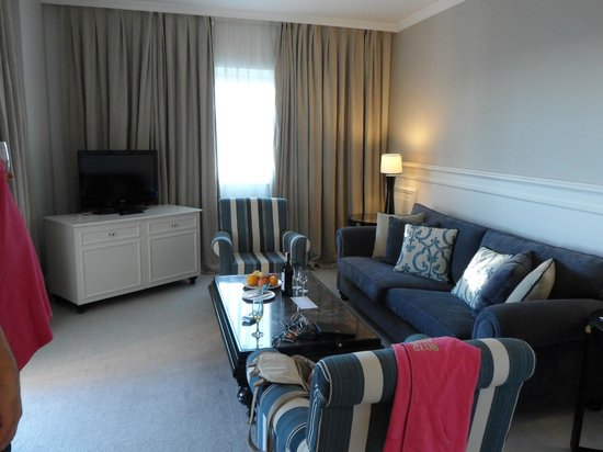 آي سي هوتلز سانتاي: Junior suite lounge area
