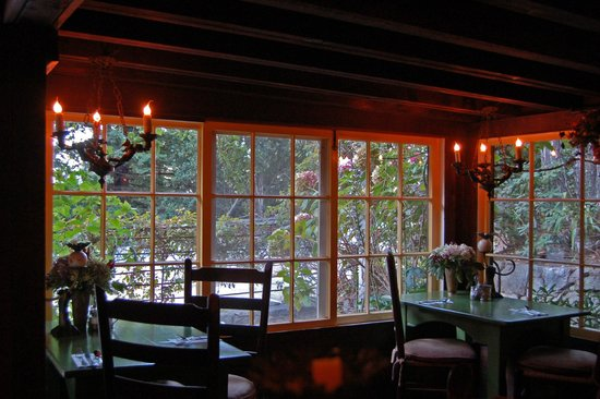 Deetjen's Big Sur Inn : One of several rooms for dining