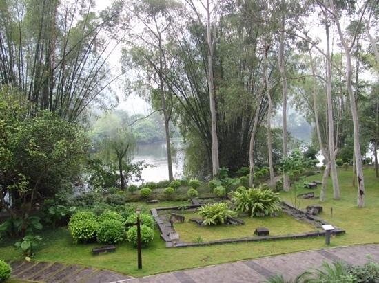 Yangshuo Resort: view from lobby.