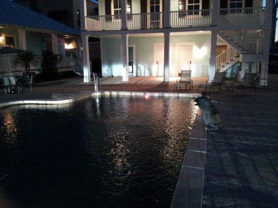 Bay Town Inn Bed & Breakfast: pool