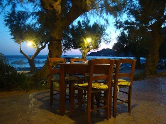 Damnoni Taverna: when the sun falls..