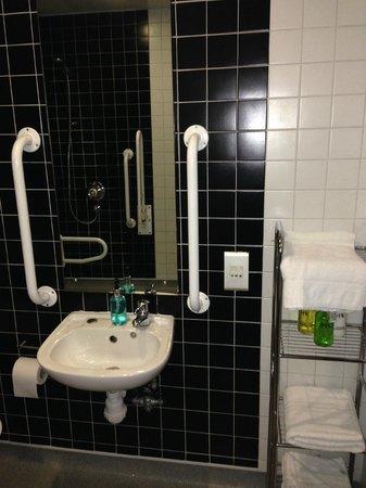 Euston Square Hotel : bathroom