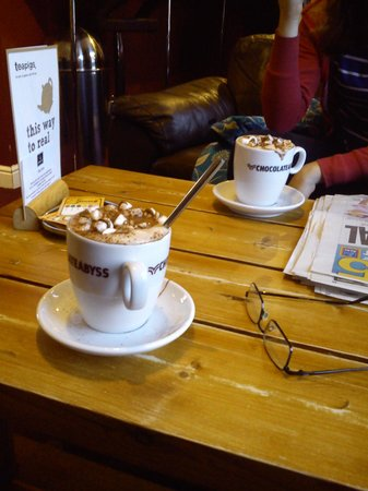Java Coffee Shop: Hot choc with extras & spoon!
